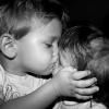 Irmãos trocando carinho