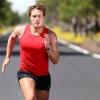 Homem ensinando a correr