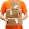 Entregador com encomendas do AliExpress enviadas via Sellers shipping method