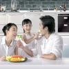 Esposa, filha e marido fazendo uma refeição saudavel para perder peso